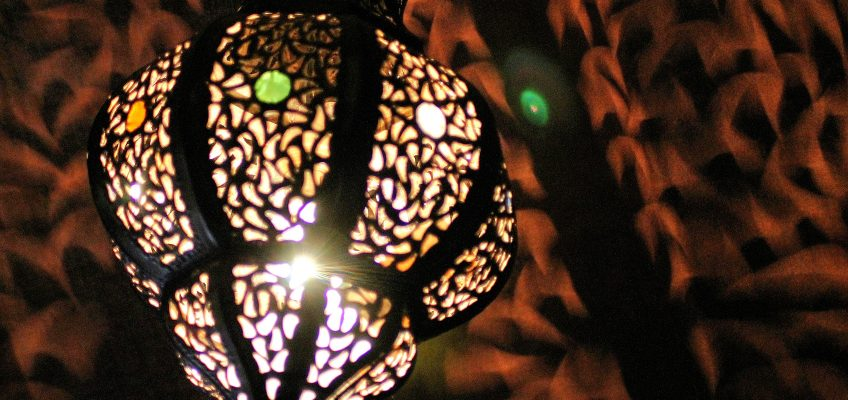 Under a riad tent, relax by the amazing light of these Moroccan lamps.
